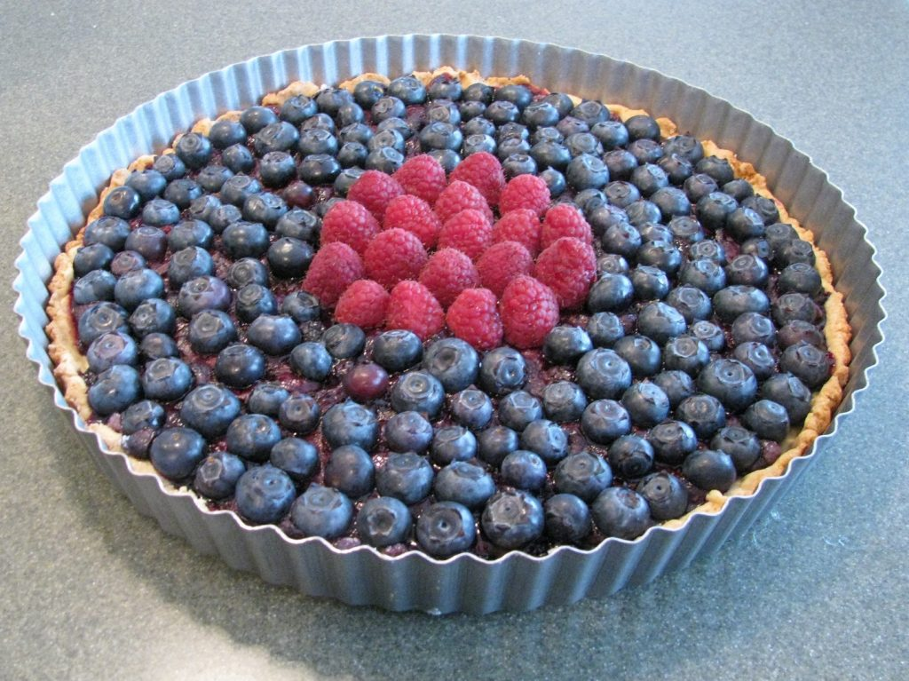 Tartă ușoară cu ricotta și fructe de pădure